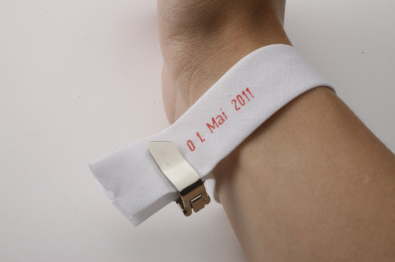 Langes Band Kalender Kalenderarmband Design Idee Lost in Timeslation